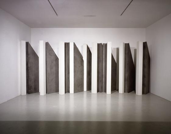 A Milano in mostra le opere di Giuseppe Uncini sul tema delle ombre