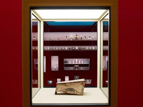 Alla Fondazione Prada la mostra curata da Wes Anderson sui motivi che portano a collezionare