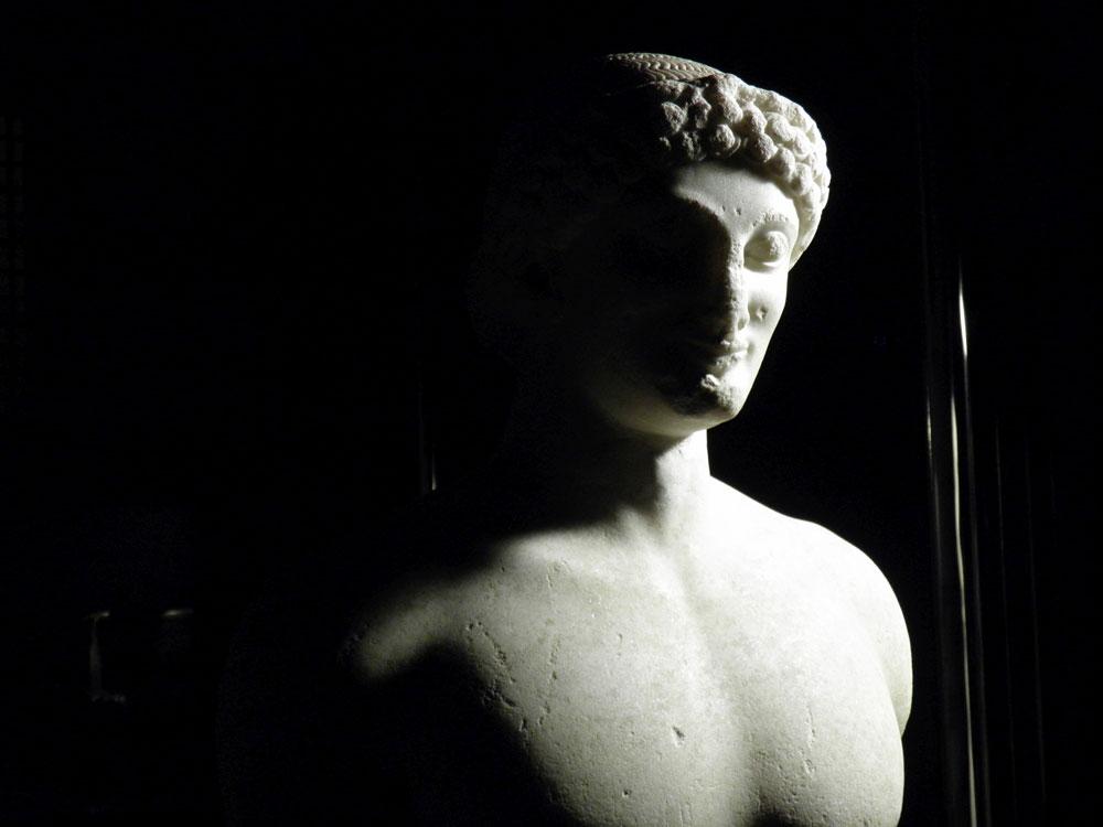 Il Kouros di Lentinoi, gioiello della statuaria della Sicilia greca, in mostra a Catania