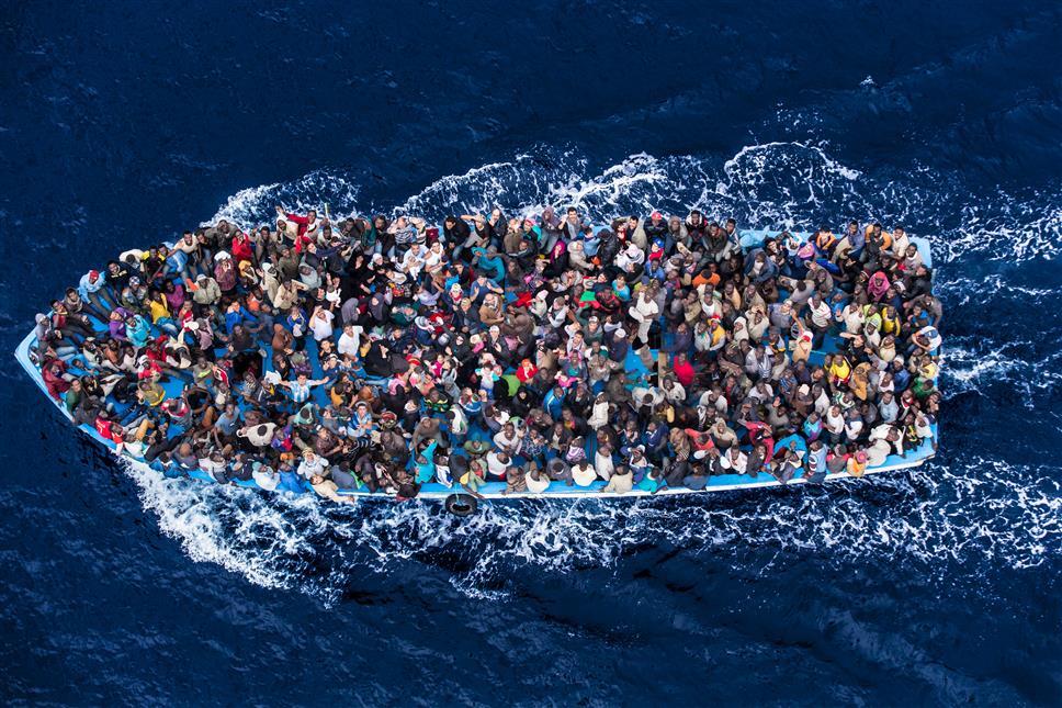 Firenze, i salvataggi dei migranti fotografati da Massimo Sestini esposti in mostra permanente al Mandela Forum