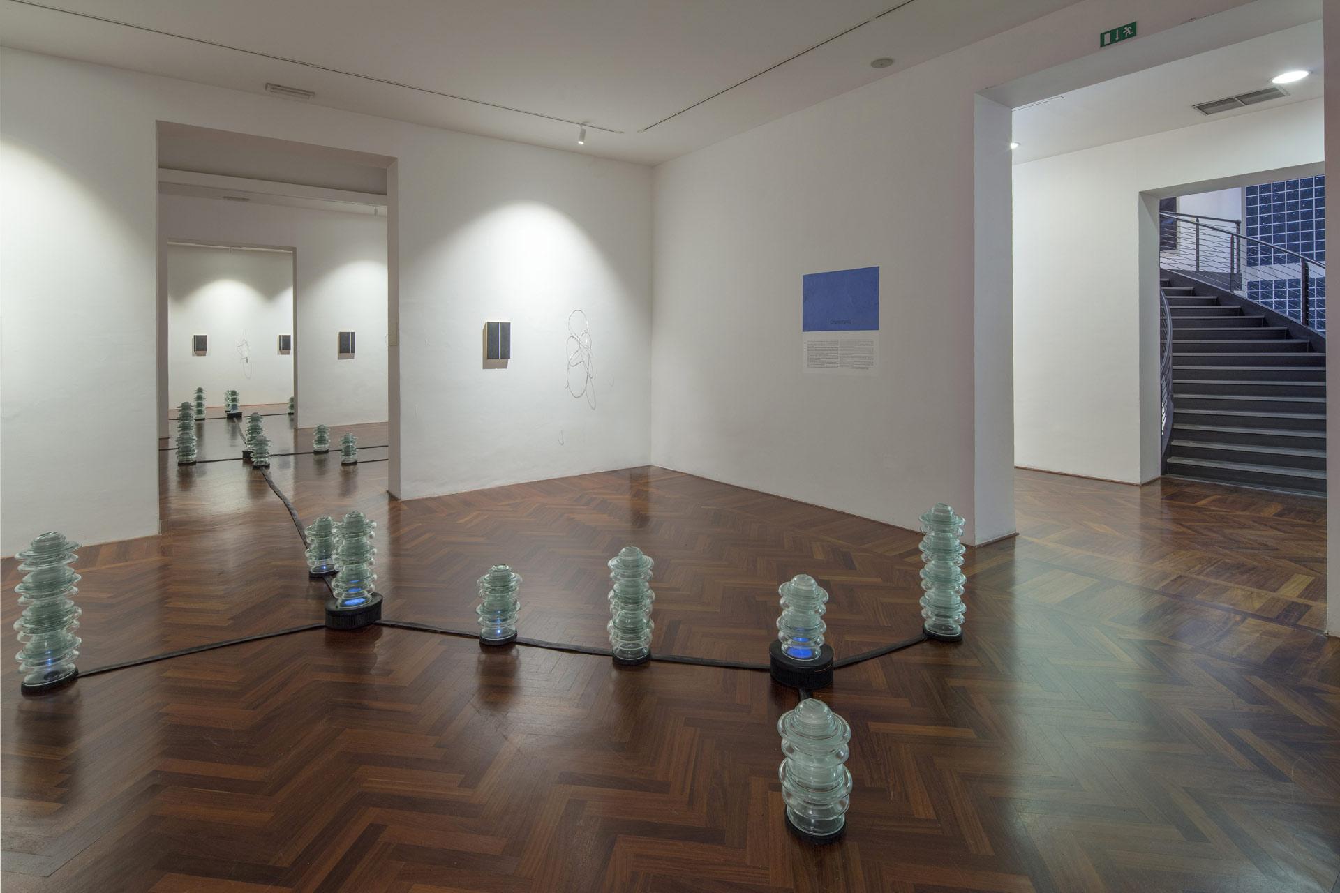 """Batteri e pianeti, le """"Dimensioni infinite"""" di Michelangelo Penso in mostra alla Spezia"""