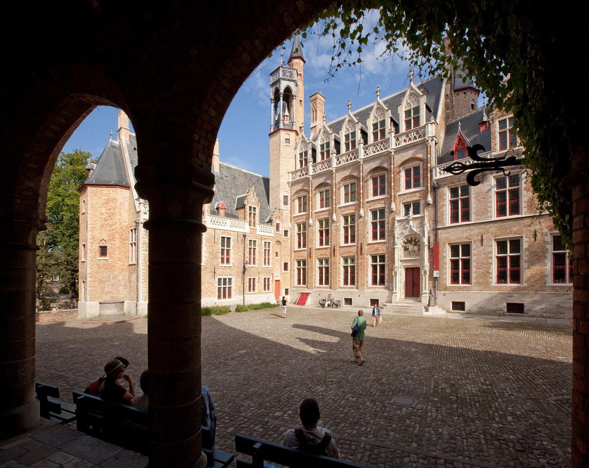 """Bruges, dopo cinque anni riapre il """"Palazzo delle Meraviglie"""": il Museo Gruuthuse di nuovo visitabile"""