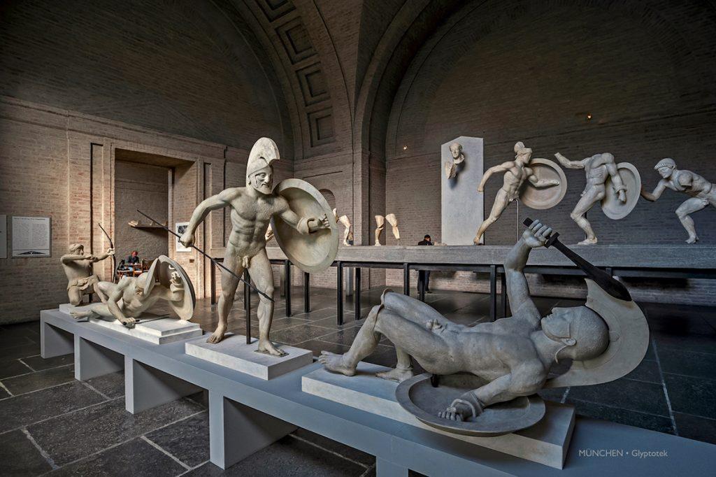 Firenze, ecco la mostra di foto di Massimo Pacifico che ritraggono visitatori di musei, al Museo Marino Marini