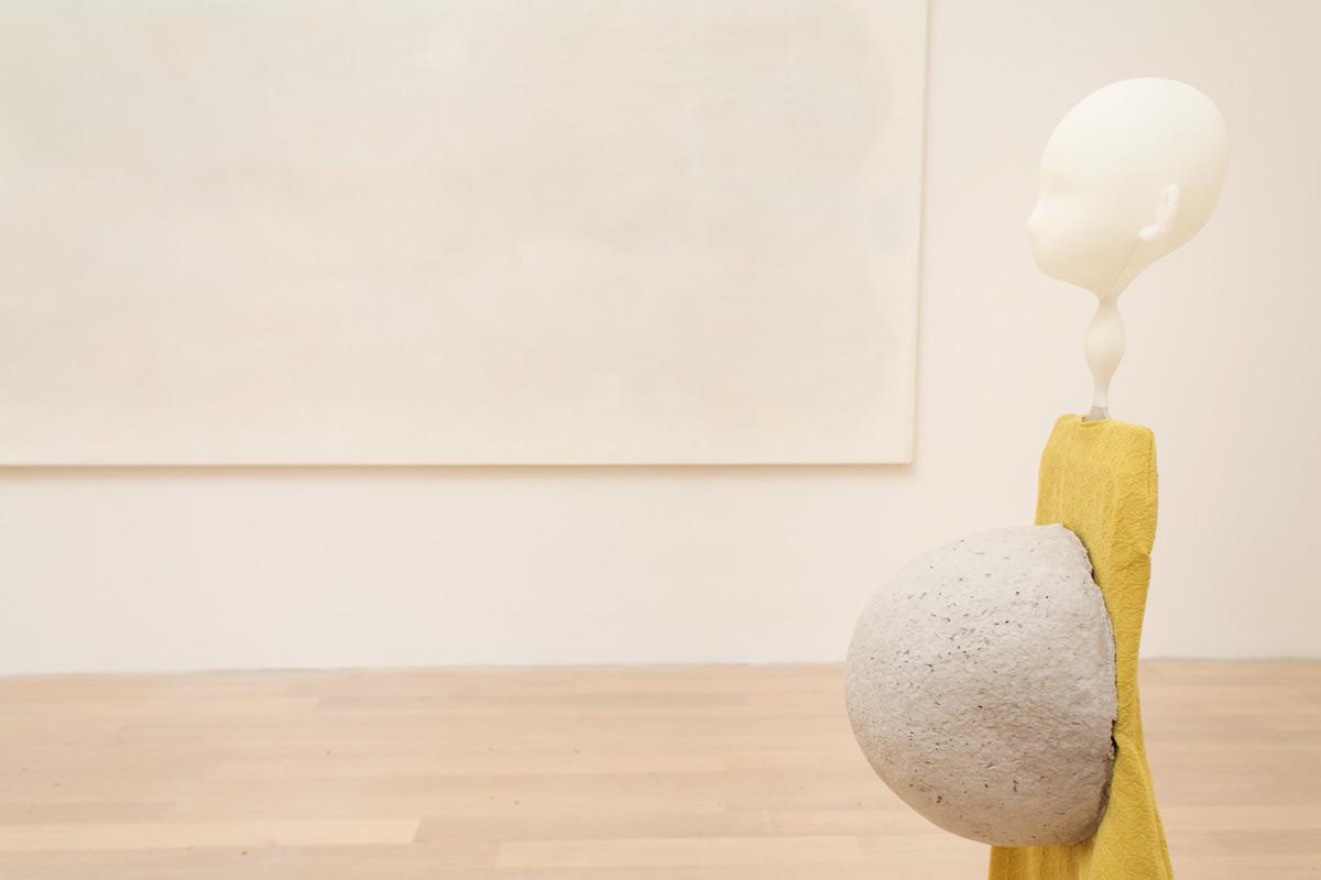 Biennale di Venezia, la mostra personale di Cathy Wilkes al Padiglione della Gran Bretagna