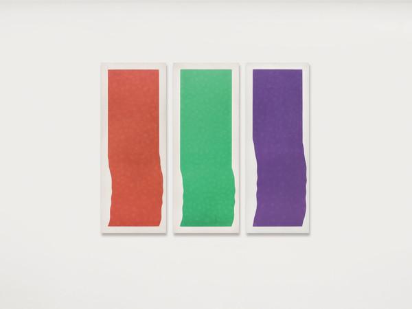 Pino Pinelli è in mostra alla Dep Art Gallery di Milano con le opere monocromatiche degli anni Settanta