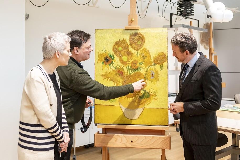 Amsterdam, i Girasoli di van Gogh non viaggeranno mai più: troppo delicati