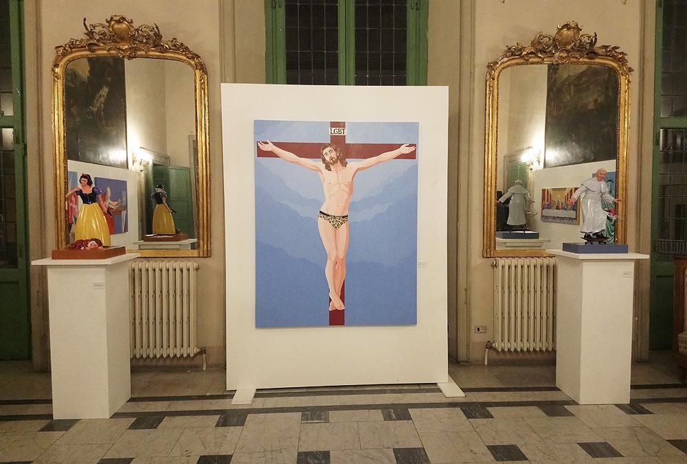 """Massa, mostra di Veneziano col Cristo gay fa saltare l'assessore alla cultura. Il sindaco: """"ha offeso i cattolici"""""""