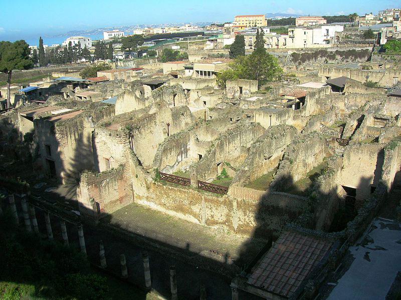 Causa maltempo, si è verificato uno smottamento nel Parco Archeologico di Ercolano. In corso verifiche.