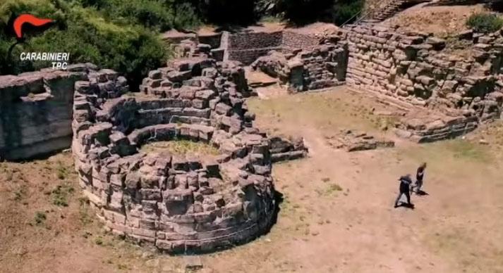 Calabria, 23 arresti per traffico di beni archeologici da scavi clandestini
