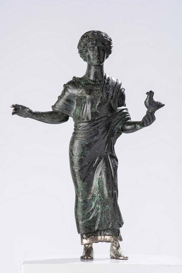 Recuperata dai Carabinieri statuetta bronzea del IV secolo a.C.