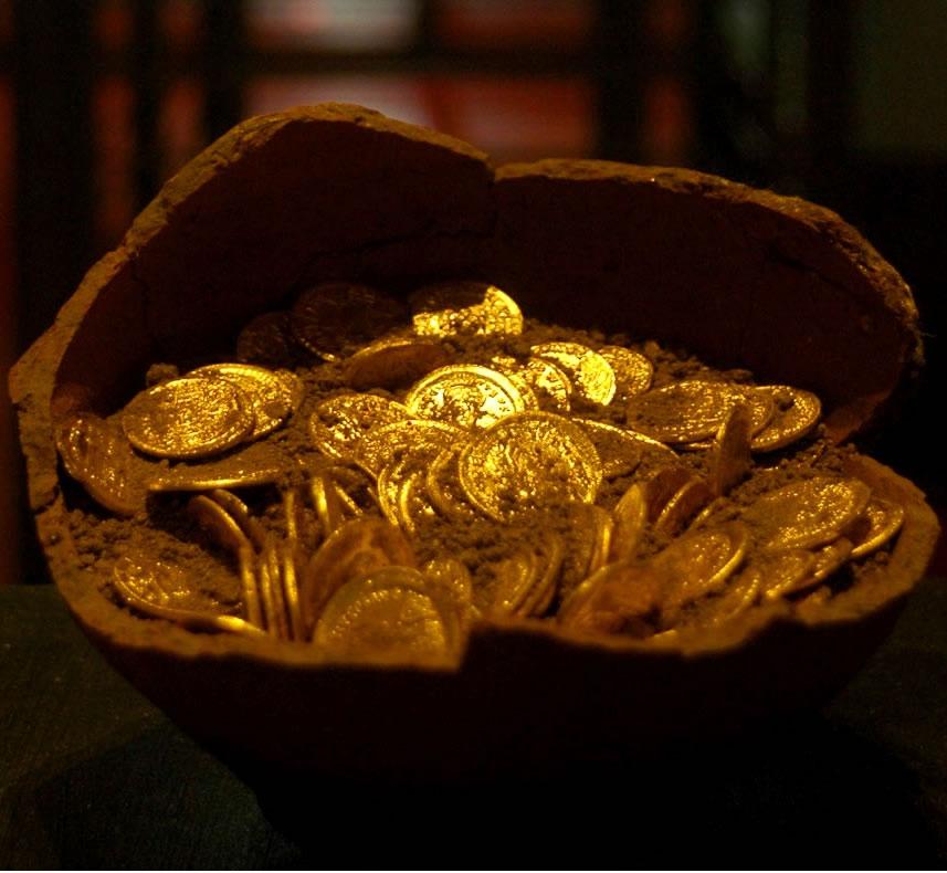 Clamoroso furto al museo, rubate 65 antiche monete d'oro al Museo di San Mamiliano a Sovana (Grosseto)