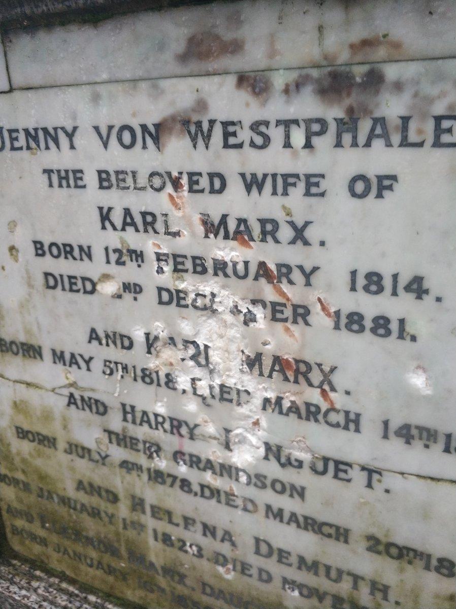 Londra, vandali prendono a martellate la tomba di Karl Marx. I danni sono permanenti
