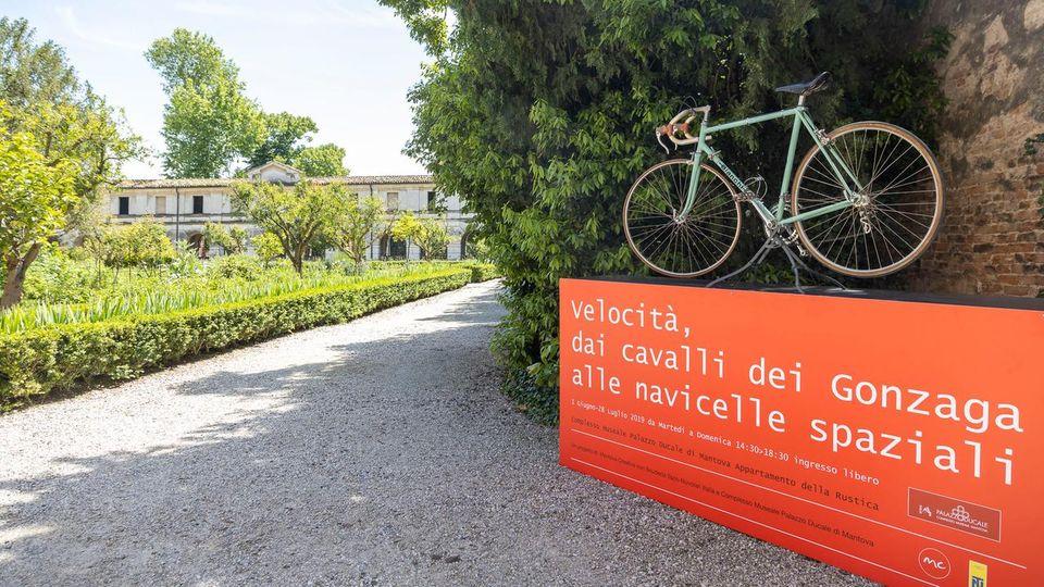 A Mantova è in mostra la velocità, dai cavalli dei Gonzaga fino alle navicelle spaziali