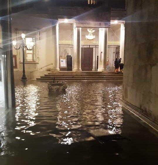 Il Teatro alla Scala raccoglie fondi per sostenere il Teatro La Fenice di Venezia