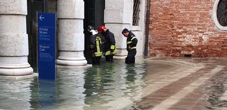 Venezia, la situazione nei luoghi della cultura. Danni alla Querini Stampalia, devastata la Libreria Acqua Alta