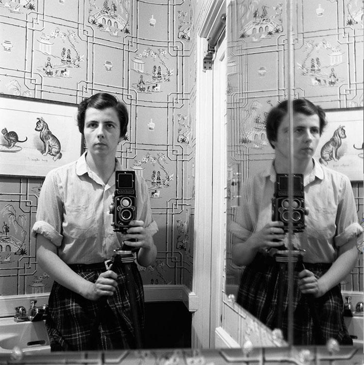 Gli autoritratti di Vivian Maier, alcuni inediti, protagonisti di una mostra a Trieste