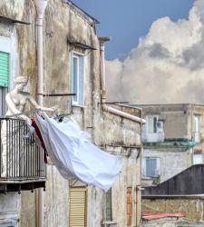 Le opere... scappano dal museo. Le bizzarre foto di Dario Assisi e Riccardo Maria Cipolla al MANN di Napoli