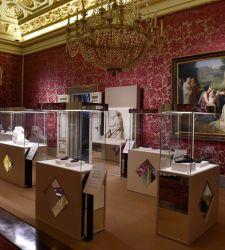 Le scarpe protagoniste della mostra Ai piedi degli dei a Palazzo Pitti