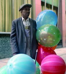 A Milano sono in mostra gli scatti a colori inediti di Vivian Maier