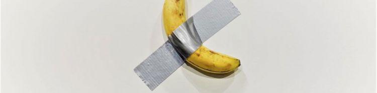Una banana attaccata alla parete con nastro adesivo. La nuova opera di Cattelan per Art Basel Miami Beach