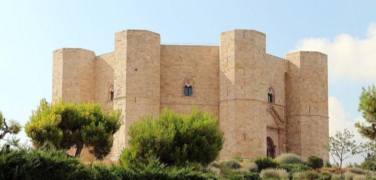 Castel del Monte, l'imponente castrum ottagonale di Federico II: la storia, le opere, il significato