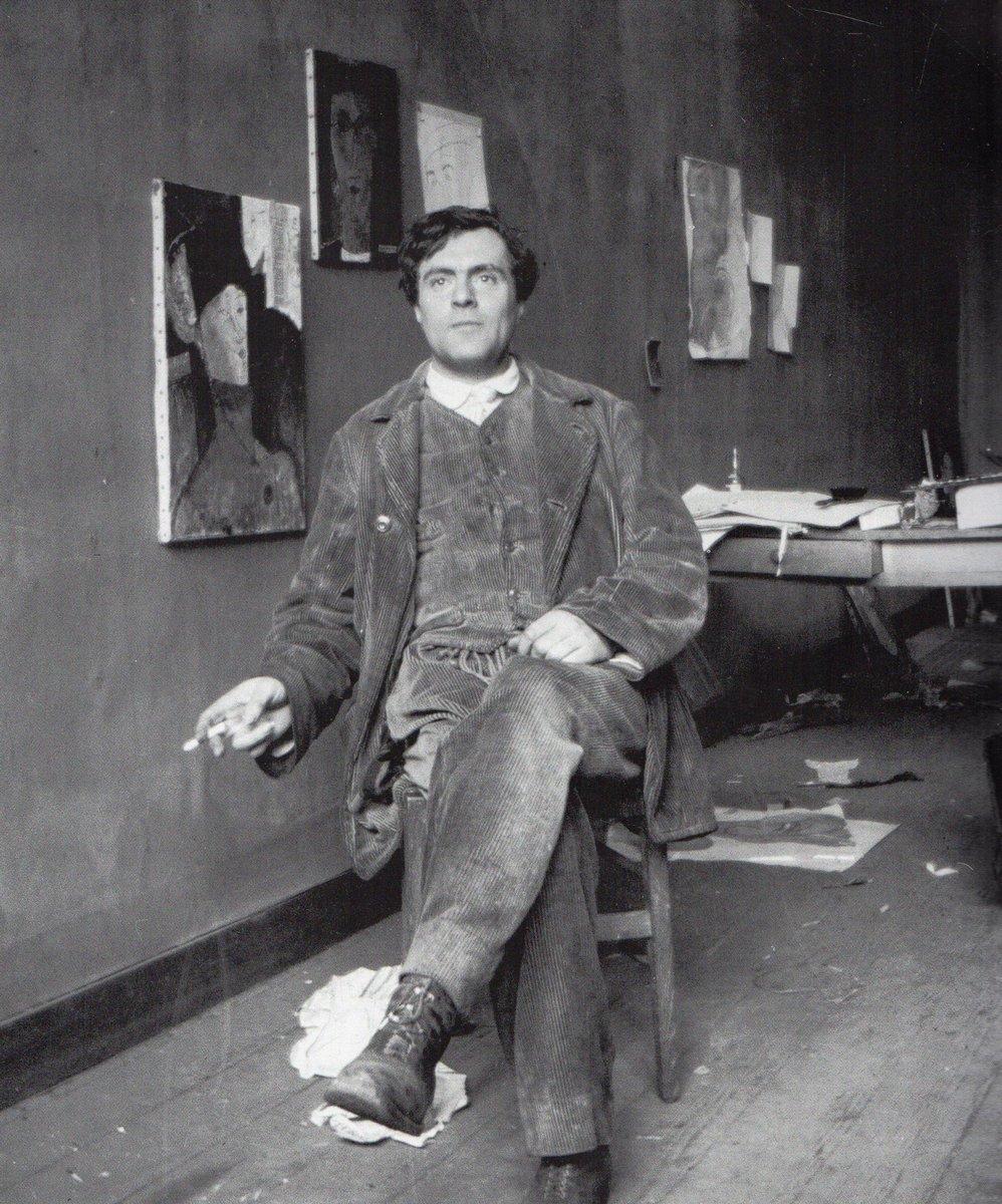 Amedeo Modigliani nel suo studio, fotografia del 1915 di Paul Guillaume