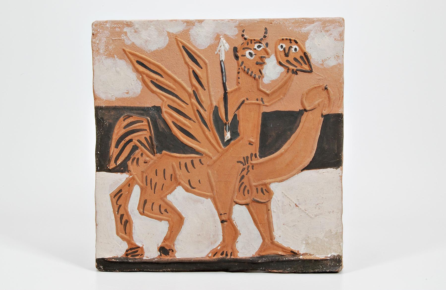 Pablo Picasso, Centauro (1950 circa, Vallauris; terracotta dipinta, 18,7 x 18,4 x 1,5 cm; Faenza, Museo Internazionale della Ceramica)