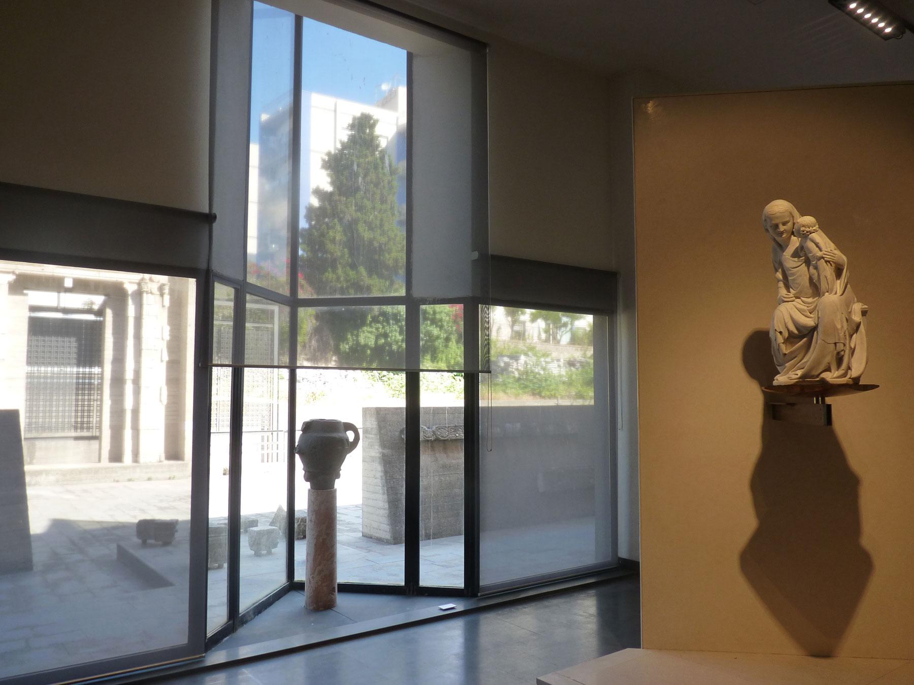 Settore medievale, confronto tra pittura, scultura e architettura all'esterno