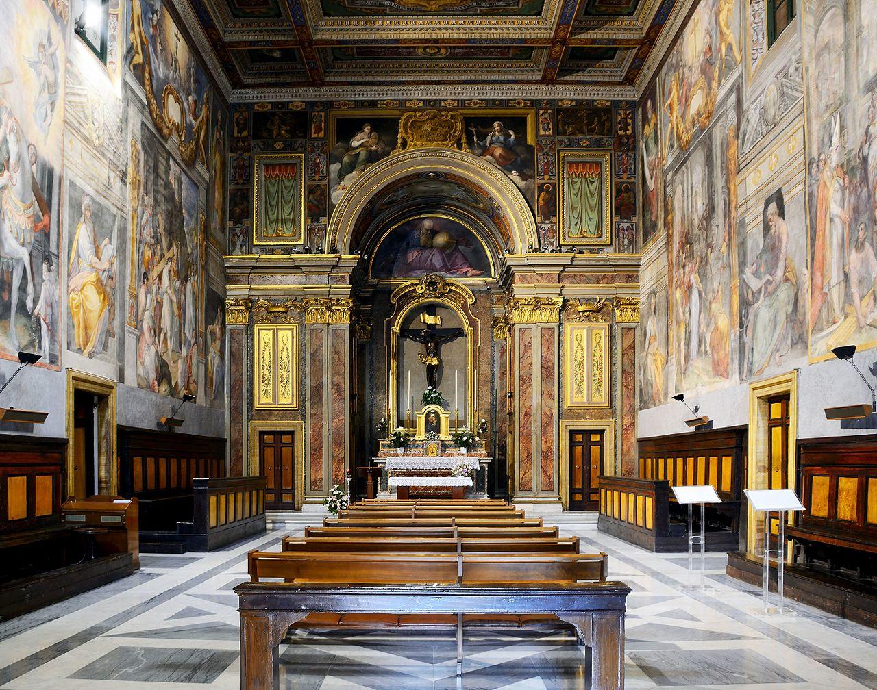L'interno dell'oratorio del Santissimo Crocifisso