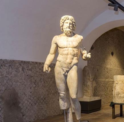 Arte romana, Giove (seconda metà del II - inizi del III secolo d.C.; marmo bianco, 183 x 51 cm; Terracina, Museo della Città)