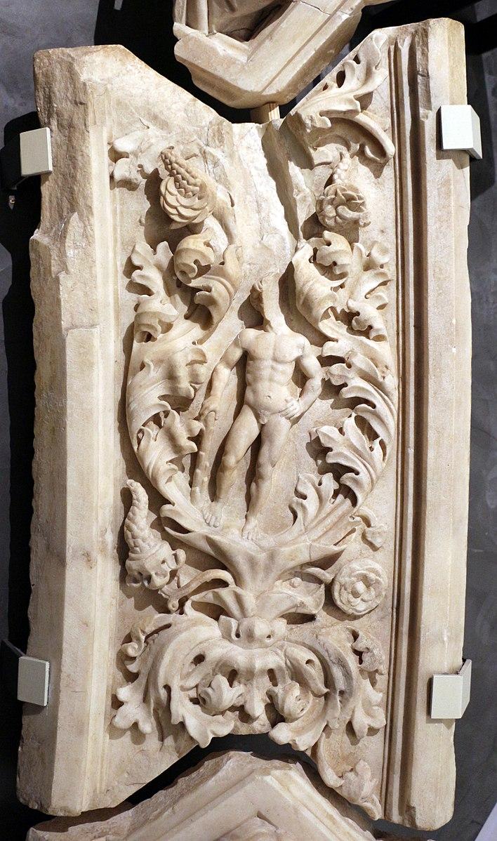 Nanni di Banco, Heracle (1404-1409; marmo; Firenze, Cattedrale di Santa Maria del Fiore, Porta della Mandorla)