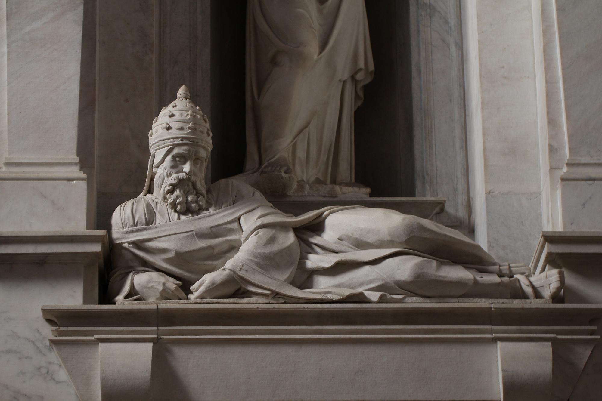 Michelangelo Buonarroti (attribuito), Giulio II (1542 circa; marmo; Roma, San Pietro in Vincoli). Ph. Credit Jörg Bittner Unna