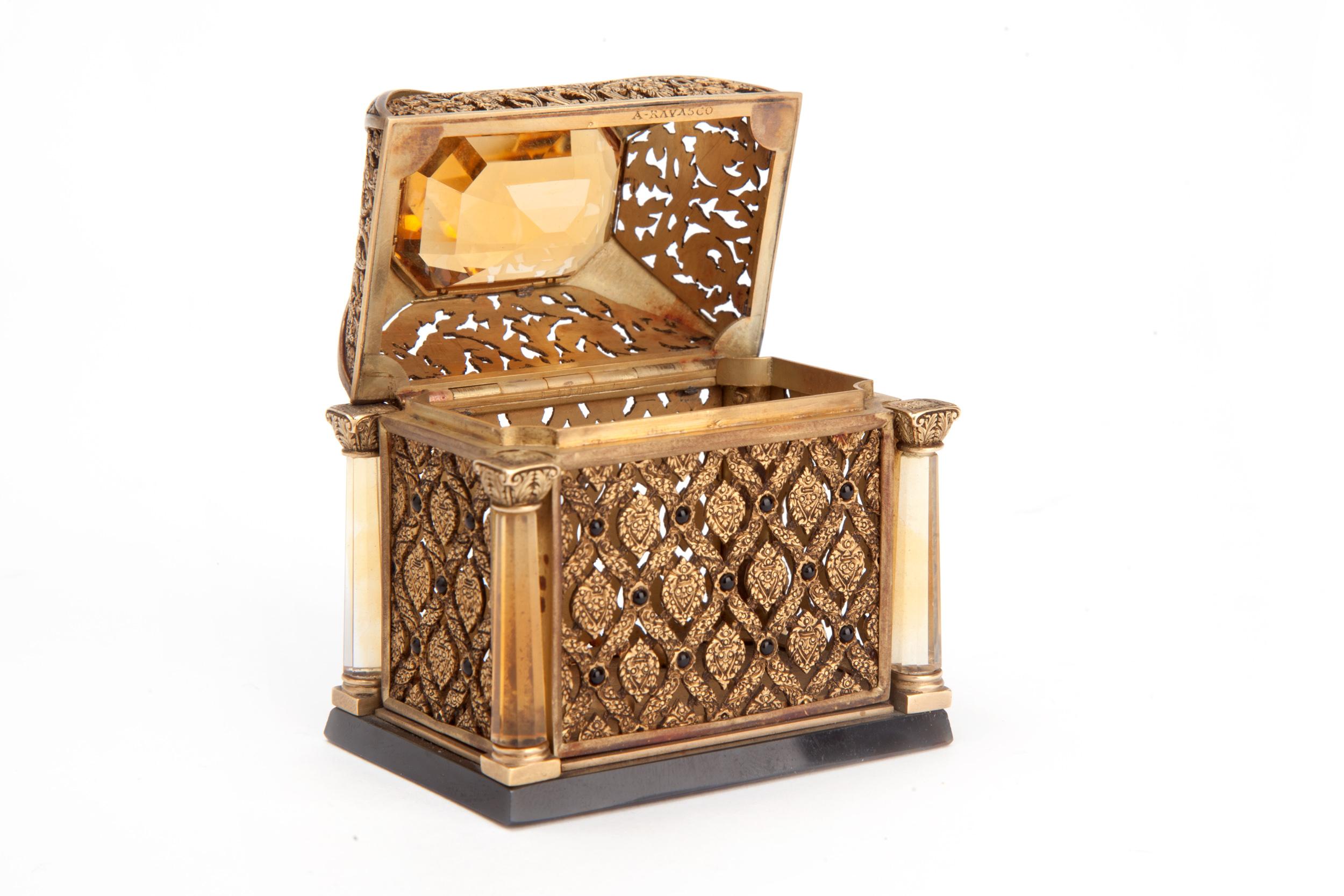 Alfredo Ravasco, Cofanetto in oro, smalto e topazio (1925; Milano, Museo Nazionale Scienza e Tecnologia Leonardo da Vinci, donazione Francesco Mauro)
