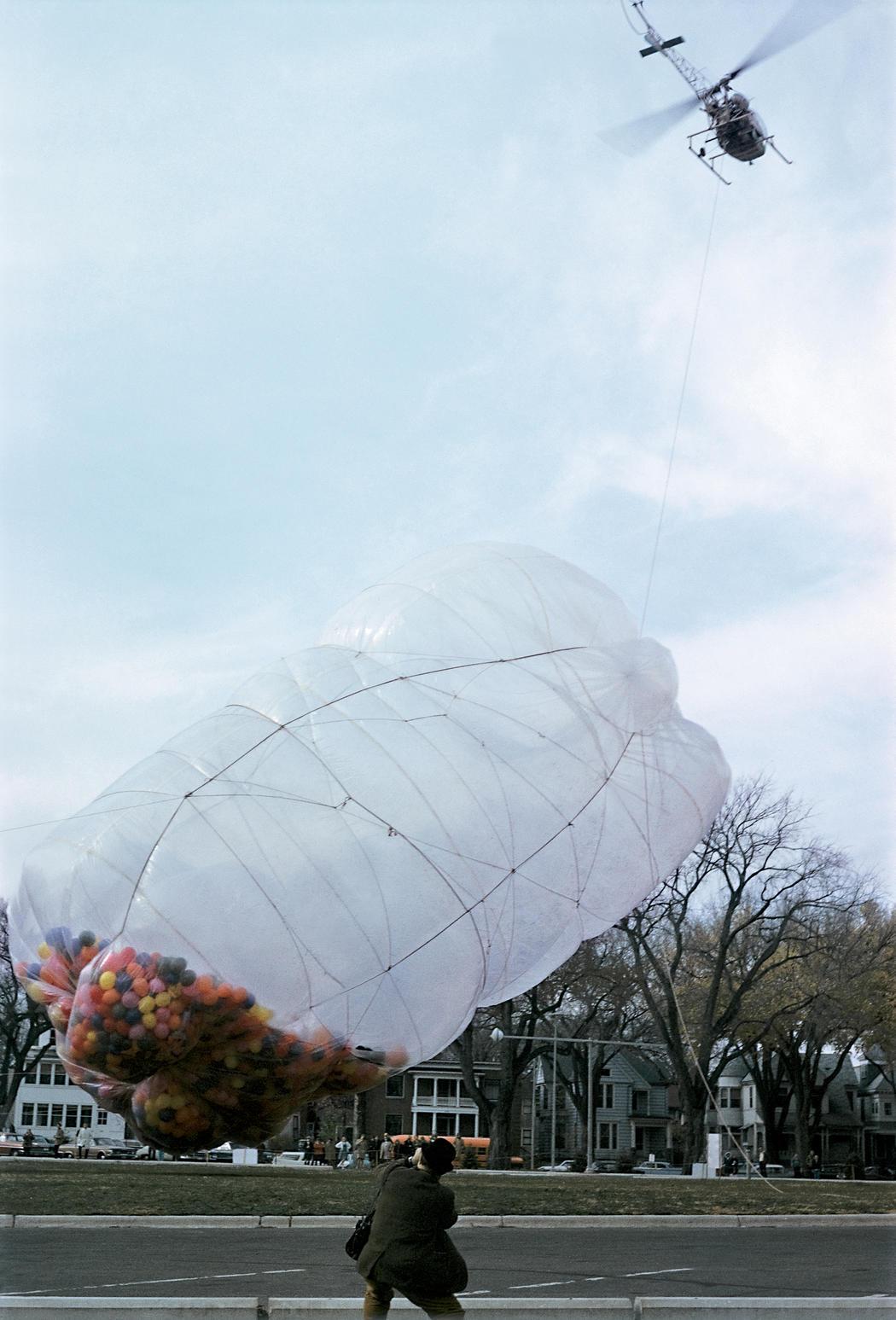 42.390 Cubic Feet Package (1966; palloni gonfiabili e involucro in polietilene, 18,3 x 7,6 x 9,8 m)
