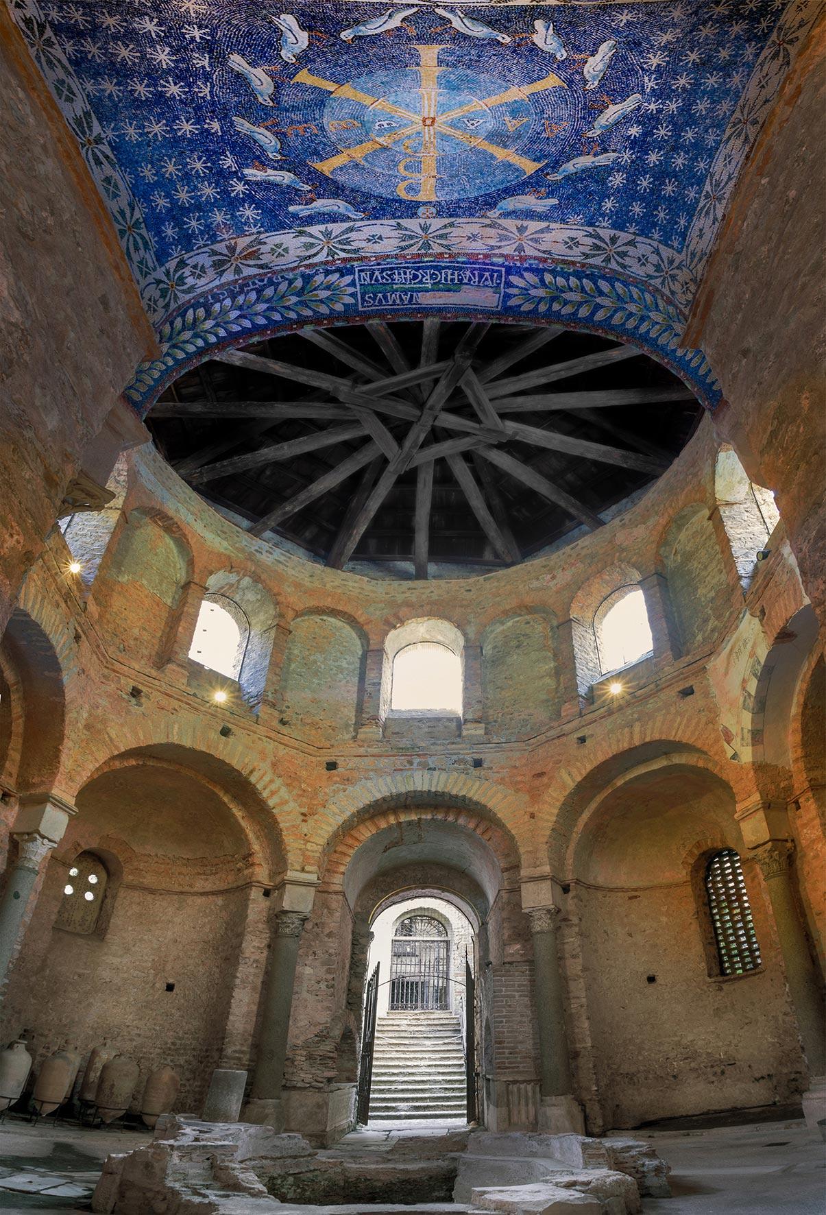 L'interno del battistero di Albenga