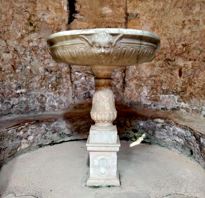 Fonte battesimale commissionato dal vescovo Luca Fieschi