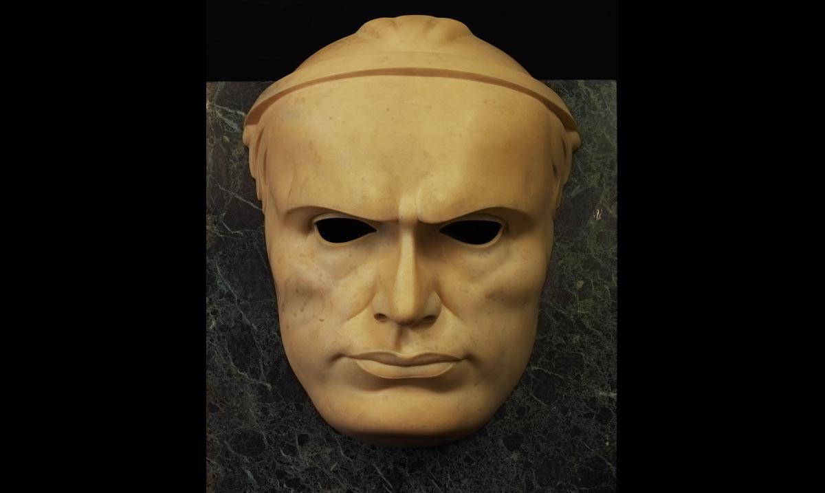 Adolfo Wildt, Maschera di Mussolini (il Duce) (1924; marmo di Carrara, 60 x 49 x 22 cm; Milano, Galleria d'Arte Moderna)