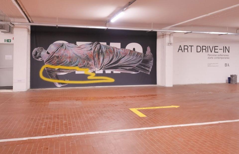 A Brescia aperta la prima mostra-drive in (sì, avete capito bene: ci si entra in macchina)