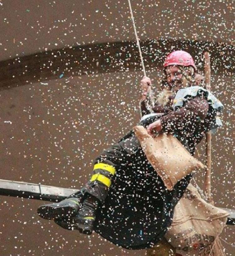 Il 6 gennaio torna il tradizionale appuntamento con la Befana dei Vigili del Fuoco nella Loggia dei Lanzi