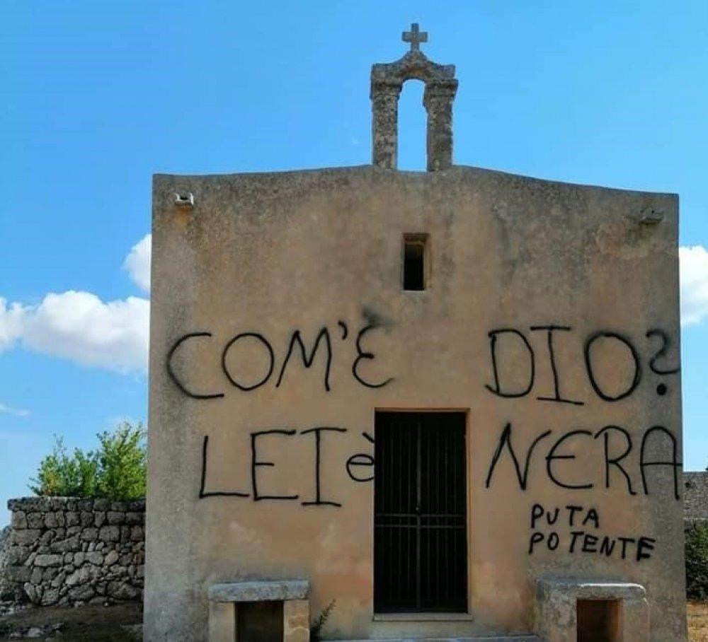 Lecce, deturpano chiesetta del '500: denunciati due quarantenni in vacanza