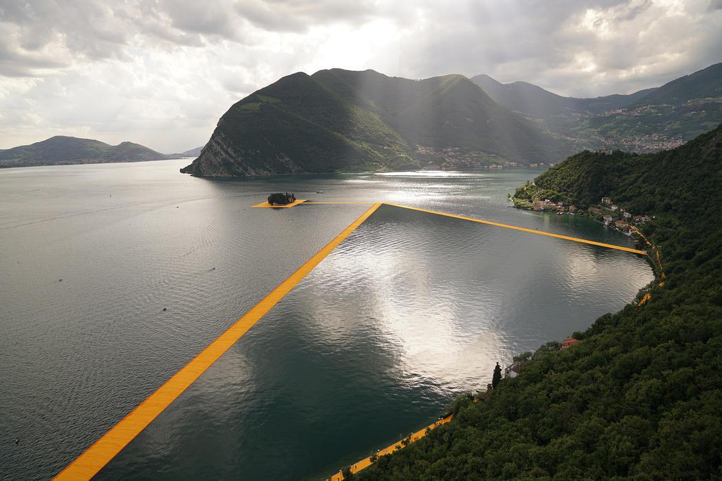 """Monte Isola avrà un museo dedicato a """"The Floating Piers"""" di Christo. Ok dal MiBACT"""