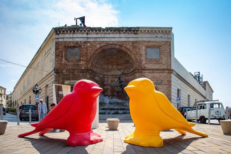 Grandi animali coloratissimi di plastica abiteranno per 4 mesi il centro storico di Catanzaro