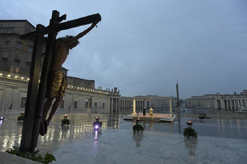 """Il Messaggero: """"danneggiato il Crocifisso di San Marcello al Corso"""". La pioggia avrebbe gonfiato il legno"""