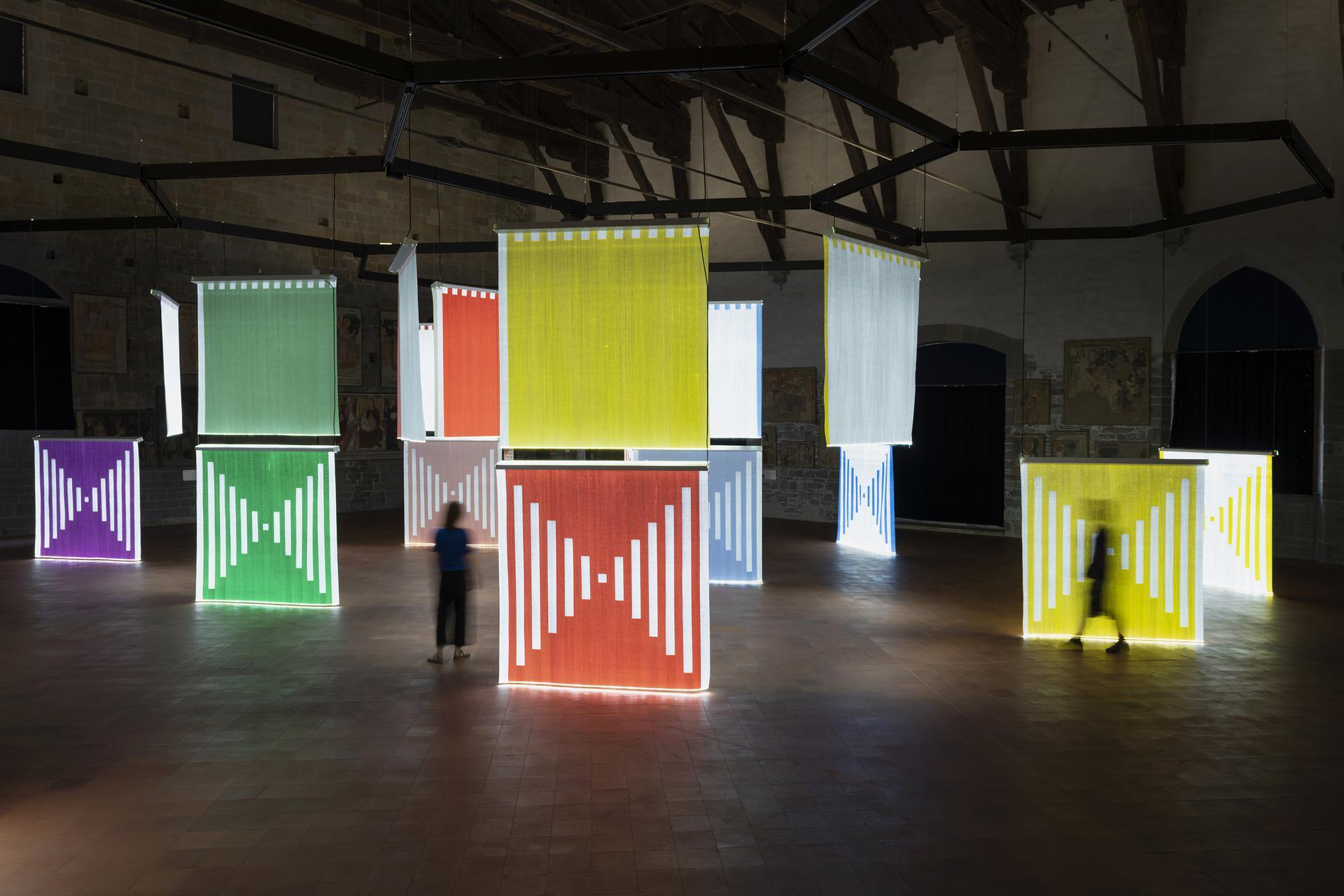 I tessuti di luce di Daniel Buren illuminano Bergamo, per la prima ...