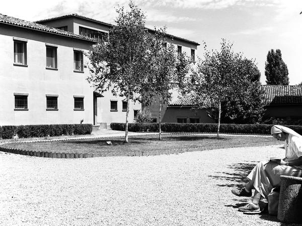 Monasteri e carceri: similitudini tra questi due mondi nelle fotografie di Eliana Gagliardoni