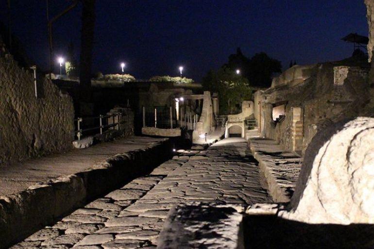 Focolaio di Covid a Ercolano, il Parco Archeologico sospende le visite serali