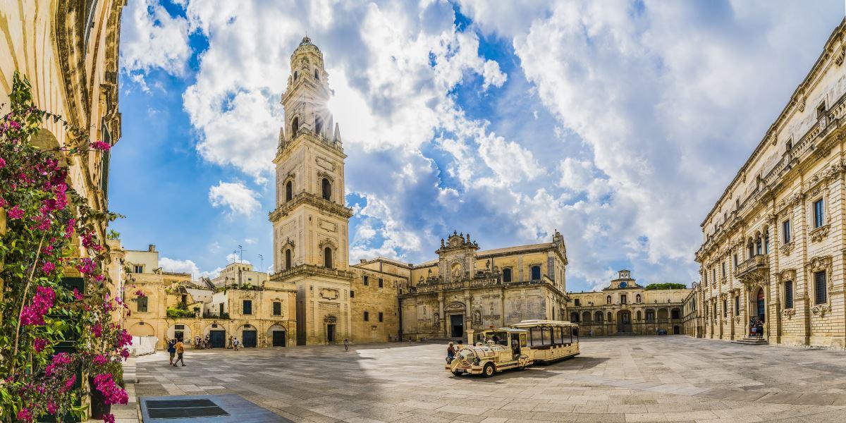 Dior arriva a Lecce e fa chiudere mezzo centro storico per una sfilata in piazza Duomo