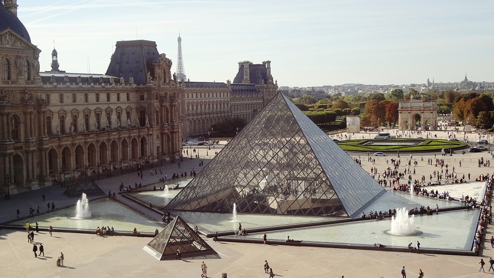 """Il Louvre riapre a ranghi ridotti. Il direttore: """"il nostro è un museo turistico"""""""