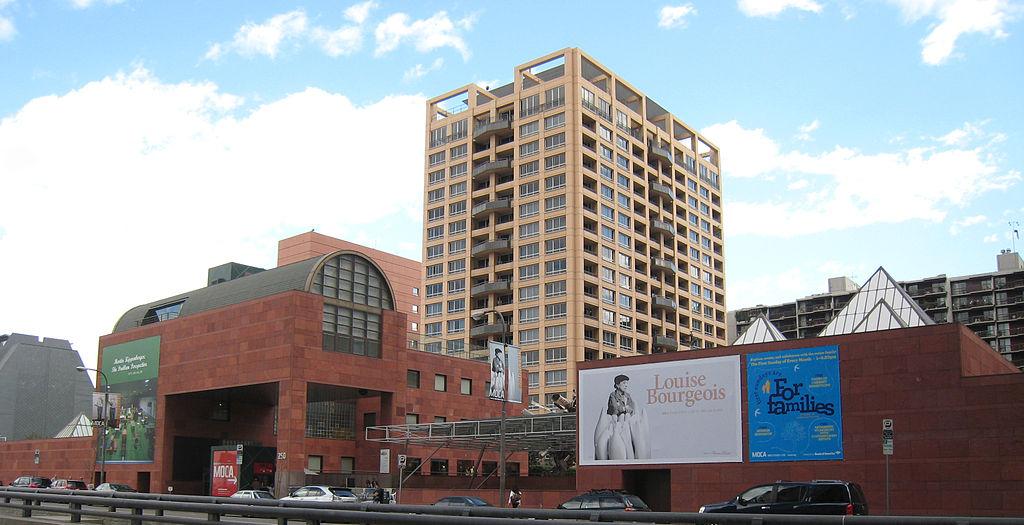 Covid-19, il Museo d'Arte Contemporanea di Los Angeles lascia a casa metà dei dipendenti. Contratto sospeso per 97