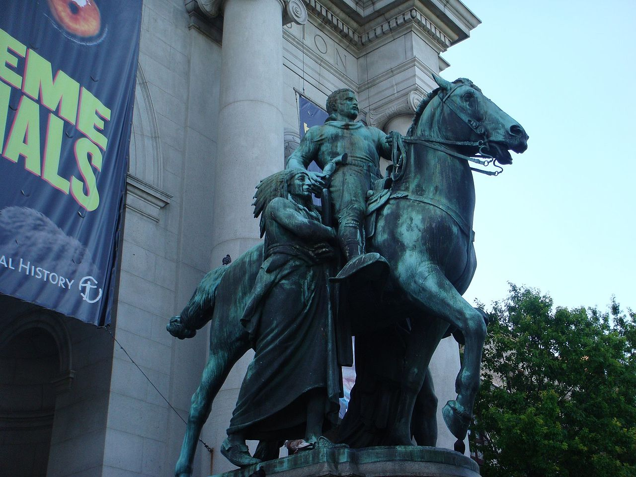 New York, sarà rimosso il controverso monumento a Roosevelt davanti al museo di storia naturale
